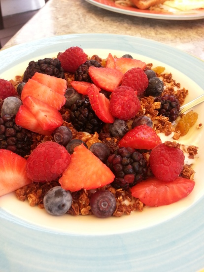 granola, fruit and yogurt