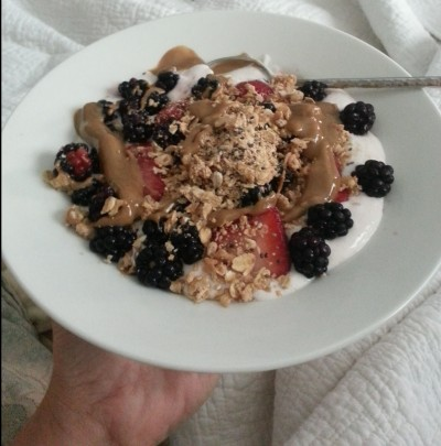 blackberries, strawberries, granola, yogurt